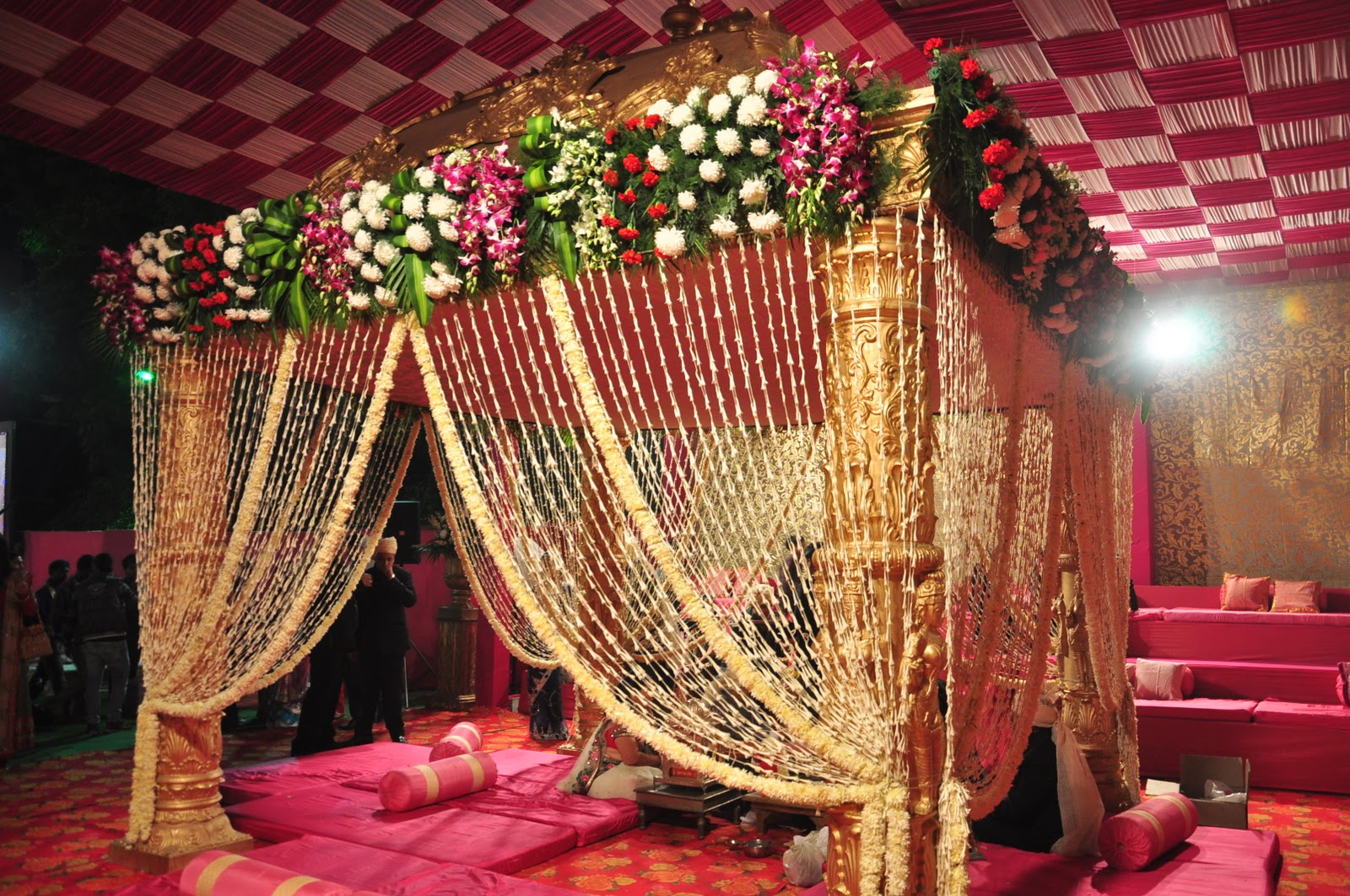 Size matters for Artificial flower decoration mandap