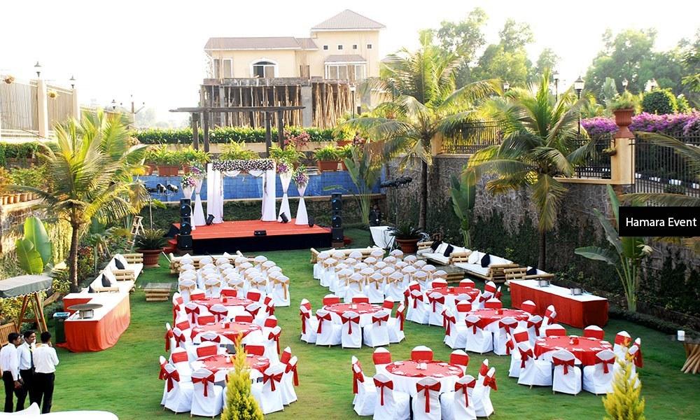 Luxury-Resort-Lawn